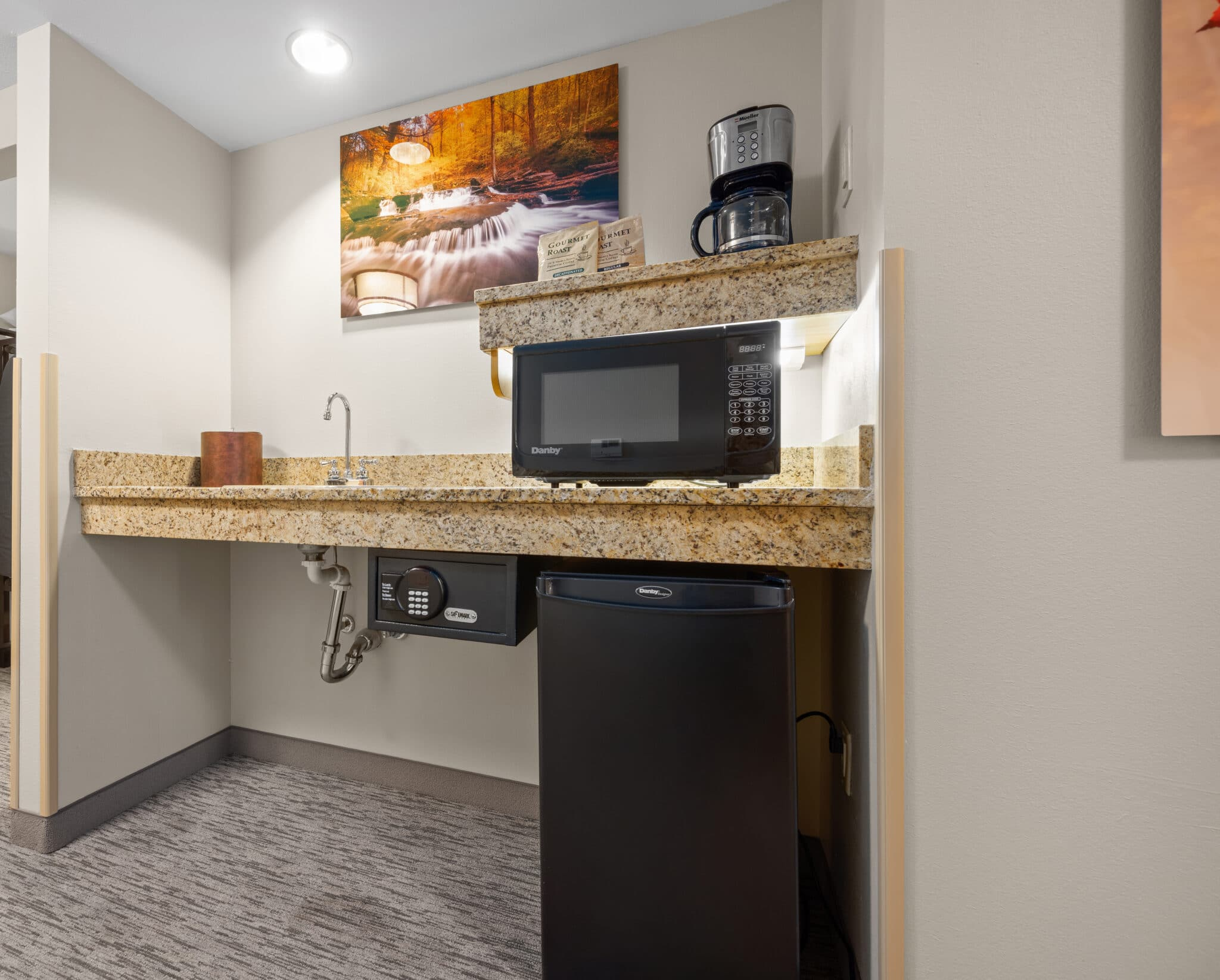 Two Bed Deluxe Accessible Wet Bar